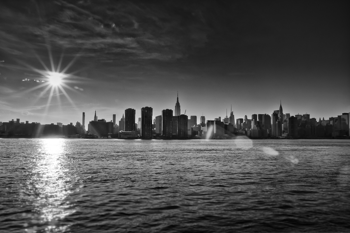 Yuri Evangelista - Street Photography - East river sunshine